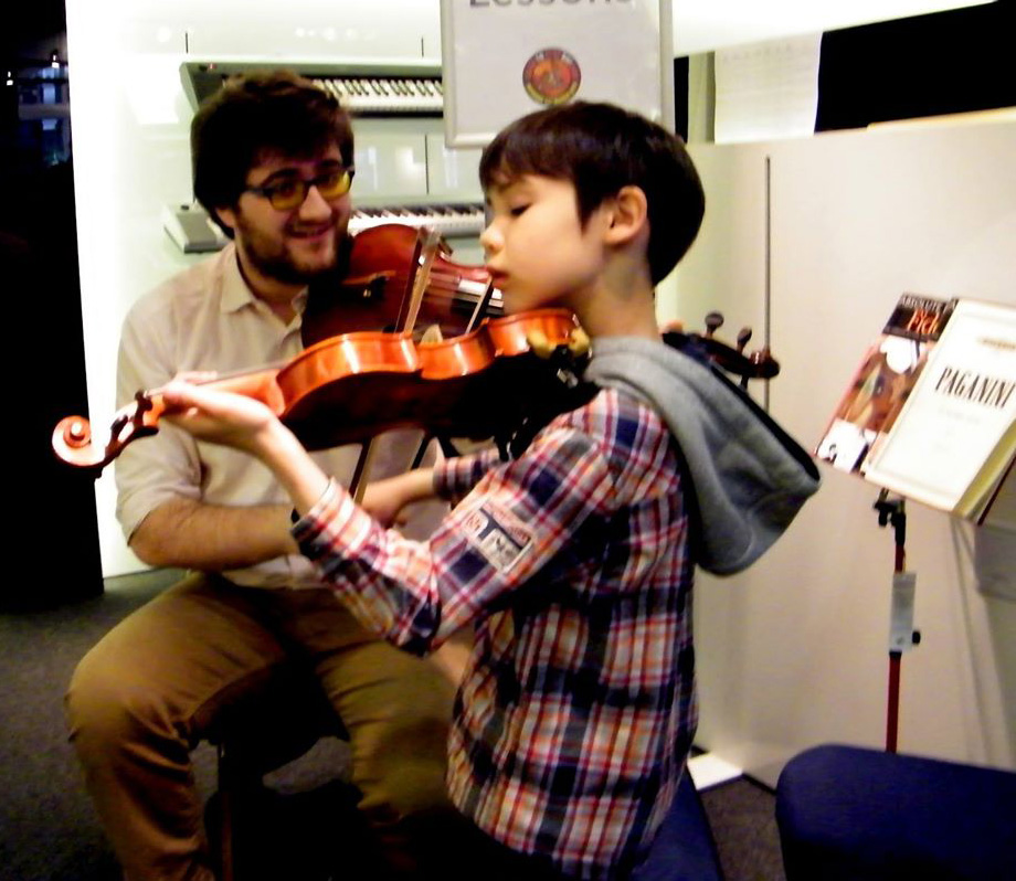 Violin lesson during last year's Learn To Play Day