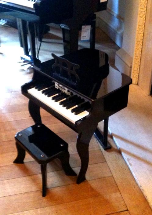 Shoenhut Baby Grand Piano : schoenhut schoenhut fancy baby grand toy piano in polished black yamaha music london ~ Russianpoet.info Haus und Dekorationen