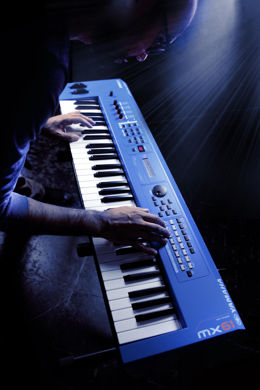 Yamaha MX61 Version 2 Synthesizer 61 Key Edition, In Blue ...