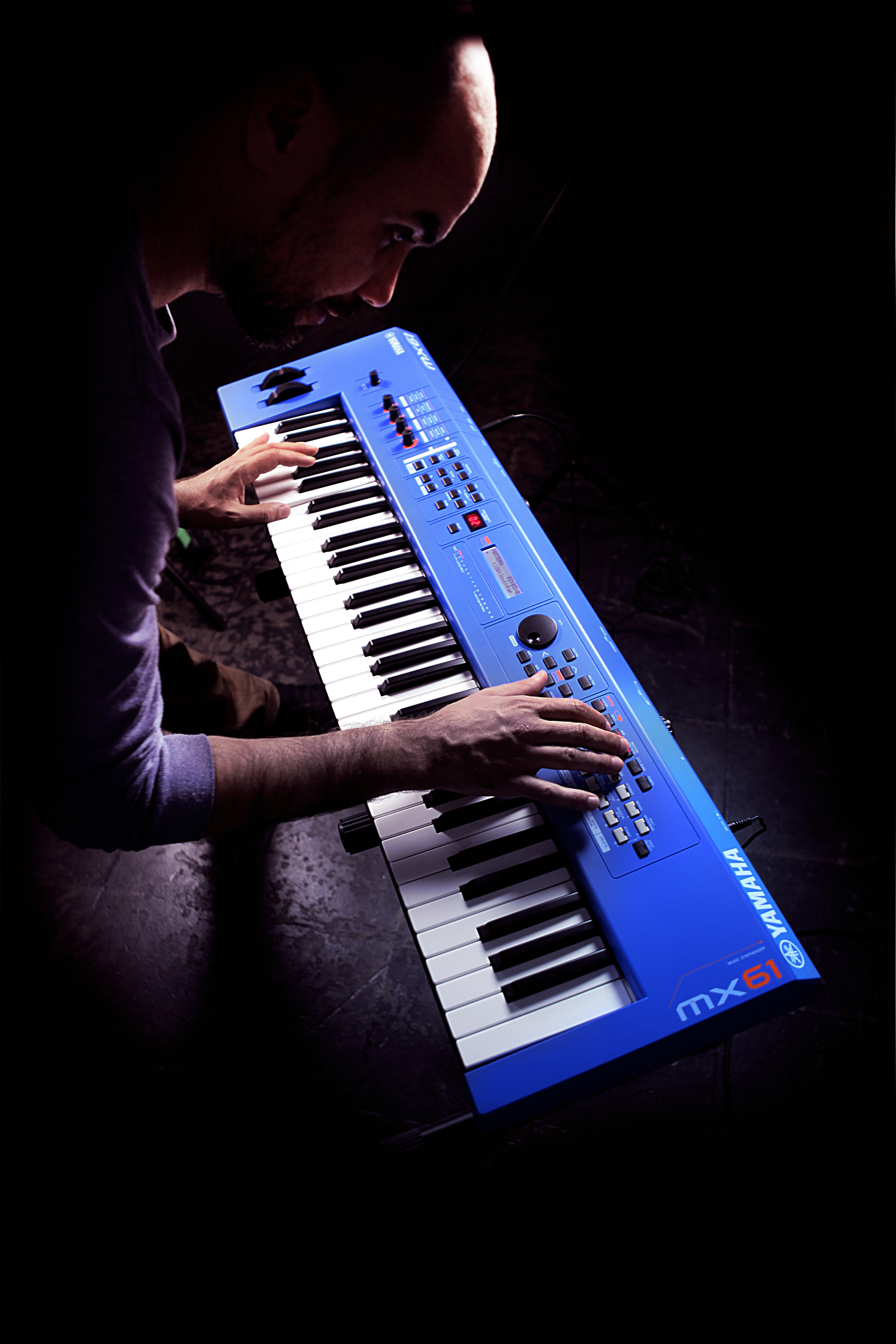 Yamaha Mx61 Version 2 Synthesizer 61 Key Edition In Blue
