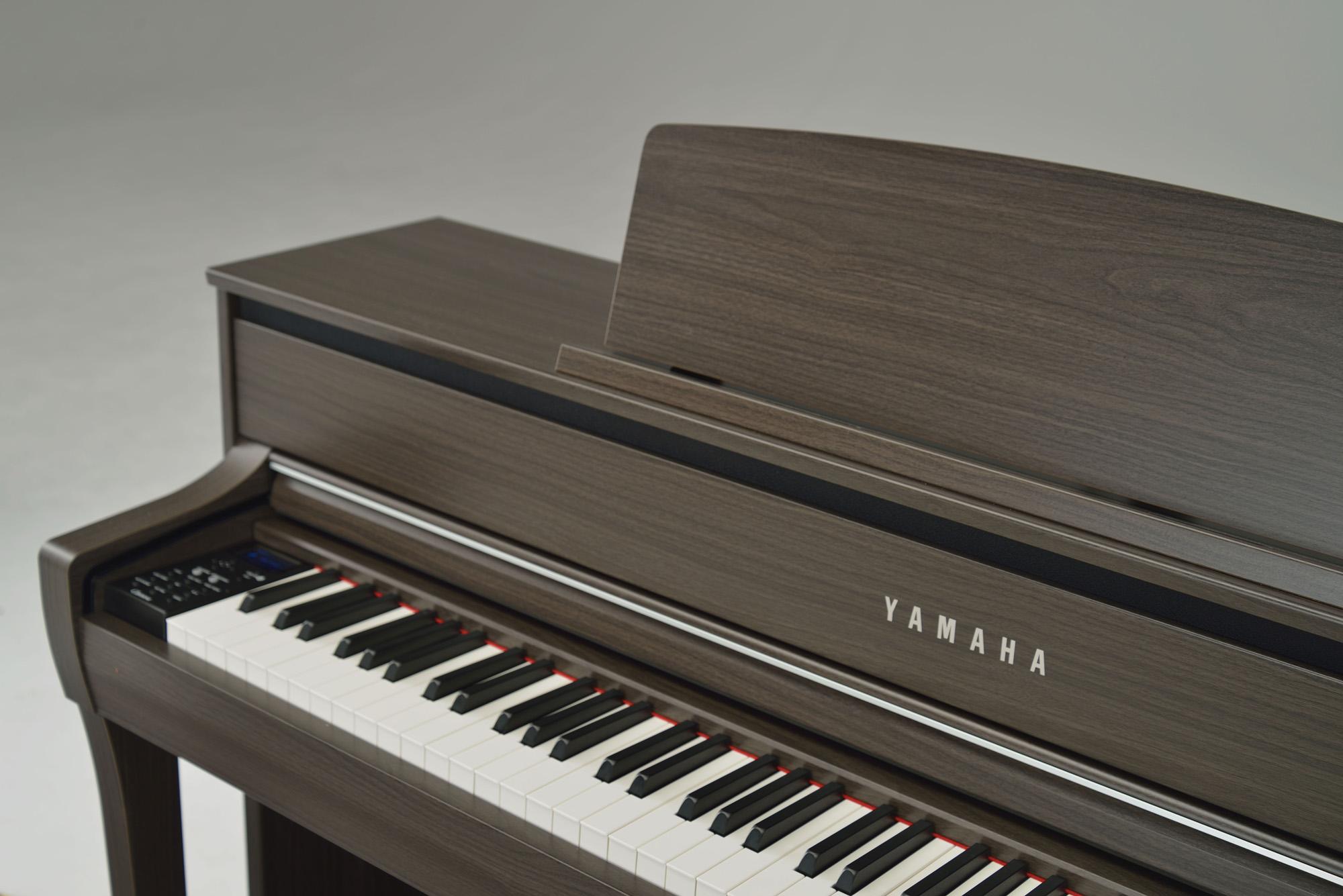 Yamaha Clp 675 Clavinova Digital Piano In Dark Walnut